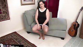 USA Mature Charlie Fox Masturbates With Toy